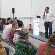 Markus Herrmann im Workshop auf der BabyWelt: Das Baby privat oder gesetzlich krankenversichern?