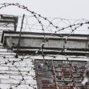 Mutter im Gefängnis: Krankenversicherung für's Kind
